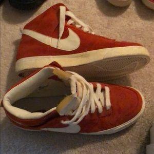 Lightly used nike sneakers